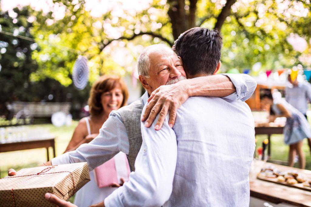 Festas e férias à vista Como ficam os idosos no final do ano